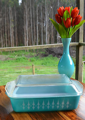 Vintage 1960'S PICKET FENCE Pattern Turquoise Pyrex casserole dish with lid