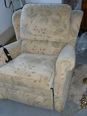 Electric Reclining Chair In Very Good Condition NO Marks
