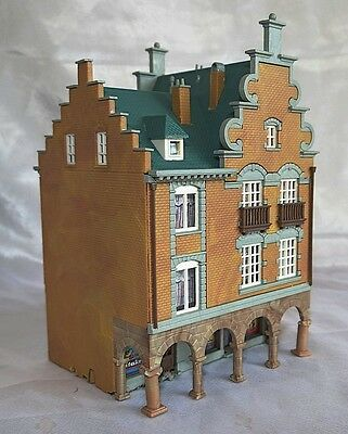 Arcaded Shop Building, Kibri, N Gauge / Scale