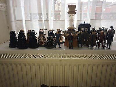 Dr Who figures Working Tardis And Accessories