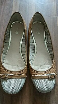 Ladies Brown Flat Shoes Size 6