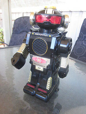 Vintage Battery Operated Omni Toy Plastic Robot Working