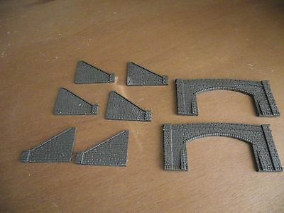 N Gauge 2 x double tunnel entrances and retaining walls (Peco?)