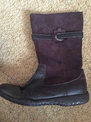 Girls Winter CLARKS boots Size 2 1/2  F