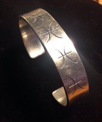 Heavy Modernist SILVER CUFF BRACELET Marked dK 925 Etched Design 32gms
