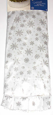 Christmas Tree Skirt 52 inches Silver Snowflakes, Jaclyn Smith, New w/Tag!