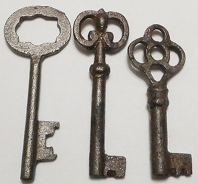 Antique Vintage REPRODUCTION Old Skeleton Keys SteamPunk Jewelry {Lot of 3} ><>