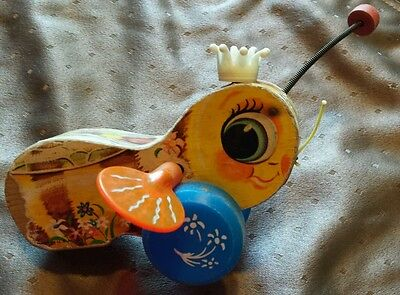 Vintage Fisher Price Queen Buzzy Bee #444 1958 Wooden Pull Toy