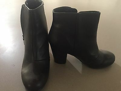 womens black boots size 8