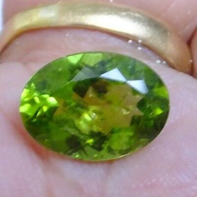 NATURAL LOVELY GREEN PERIDOT LOOSE GEMSTONES (13.7 x 9.9 mm) LARGE OVAL (6.3 ct)