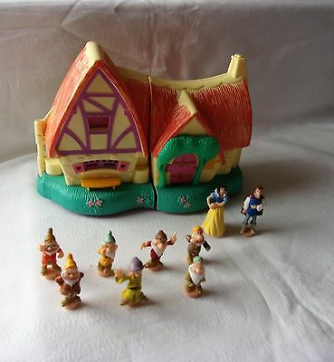 Snow White 7 Dwarfs House & Figures Disney Polly Pocket Type House