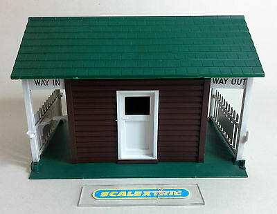 Scalextric Tri-ang Vintage 1960's ENTRANCE BUILDING / TURNSTILE A233 (NR MINT!)
