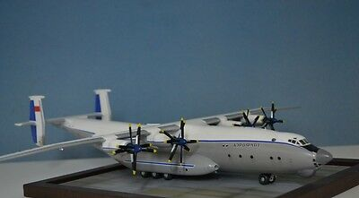Soviet heavy transport aircraft AN-22 ( late version) 1/144 built