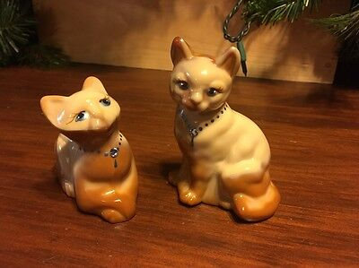 Fenton Chocolate Glass Cats Pair Painted Signed D. Robinson