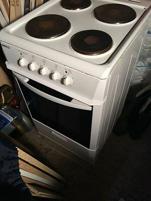 Beko S512 50cm Electric Single Oven Cooker With Solid Plate Hob
