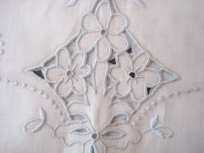 """��VINTAGE Linen Table RUNNER Madeira Embroidered(Blue) Cutwork Floral 16"""" x 42"""""""