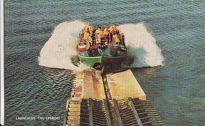 BT19.Postcard.Launching the Lifeboat. RNLI