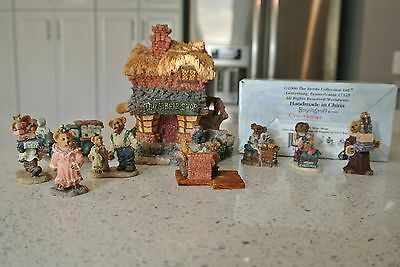Boyds Bears Village - 1E -TED E. BEAR SHOP with 7 Accessories (3 Christmas)