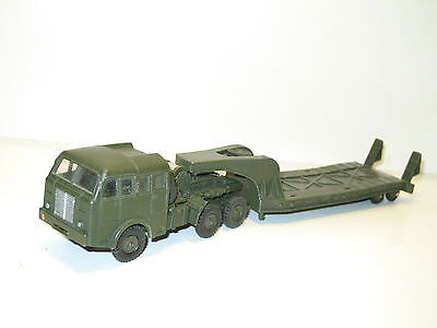 DINKY TOYS, Camion berliet porte char complet, militaire