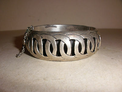 Beautiful Vintage Taxco Mexico Signed JSF Sterling Silver Hinged Bangle Bracelet