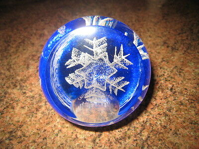 Caithness Festive Snowflake 2000 Glass Paperweight