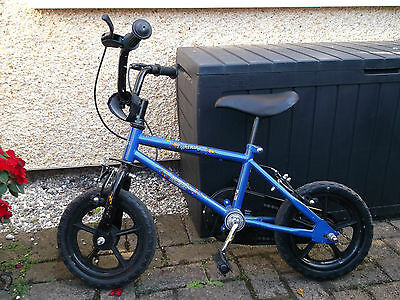 Boys blue bike with stabilisers age 3 - 5  Good condition