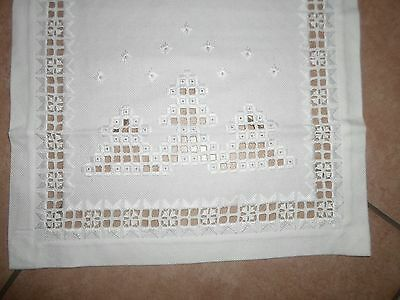 HARDANGER NEW BEAUTIFUL HANDCRAFTED tabel runner white X-Mas w/trees 26' x 14.5'