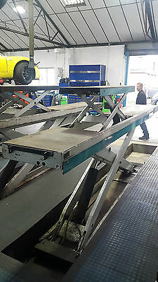 Hofmann Scissor 4.0T lift with In-Built lifting tables