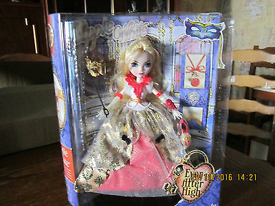 tres jolie poupee ever after high  apple white