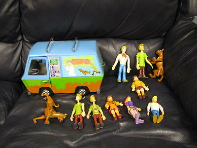 Scooby-doo Mystery Machine Van and 9 Figures Shaggy Scobby Velma Fred Veronica