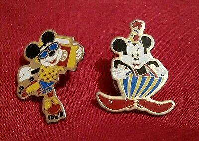 MICKEY & MINNIE MOUSE BADGES vintage disney collectable