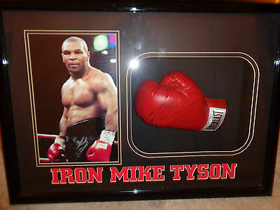 Mike Tyson Boving Glove,in Case With Authentication.