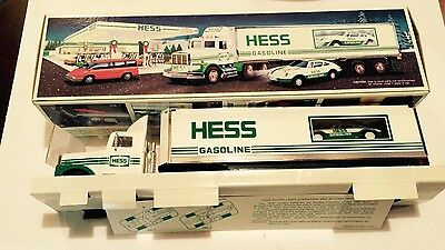 1992 Hess 18 Wheeler & Racer  NEW IN BOX