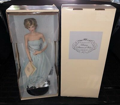 """(4) New """"The Franklin Mint"""" PRINCESS DIANA Portrait Dolls w/ COA (All In Boxes)"""