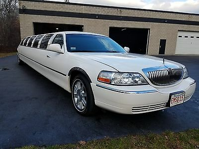 "2004 Lincoln Town Car Limousine Lincoln Town Car 14 Passenger Limousine 180"" Stretch"