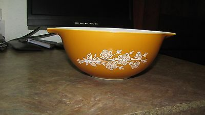 """Vintage Pyrex Butterfly Daisy Autumn Gold Mixing Bowl 7"""""""