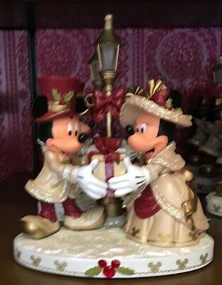 Disney Parks Mickey & Minnie Mouse Victorian Christmas Light Up Figurine  New