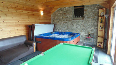 2 Nights Holiday Cottage Private Use Hot Tub in Log Cabin WiFi welshholidays4u