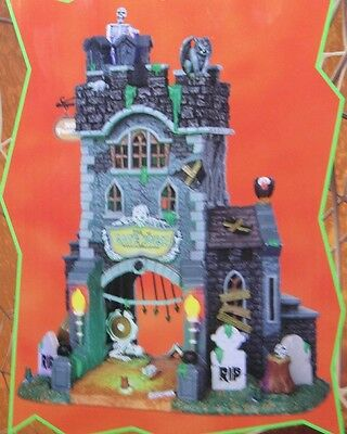 Lemax Spooky Town (The Gate House)