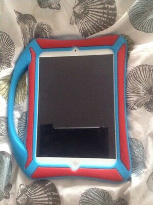 APPLE iPAD MINI 16GB, Wi-Fi, 7.9in - WHITE A1432 With Blue Rubber Protector