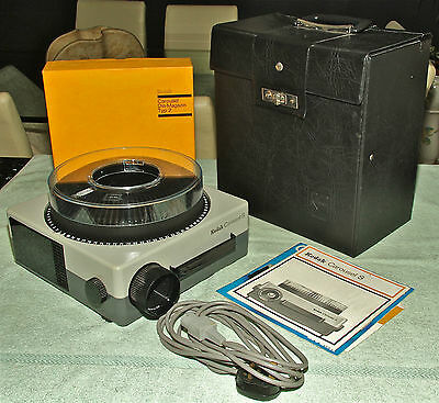 KODAK CAROUSEL S 35mm Projector with Case - SERVICED