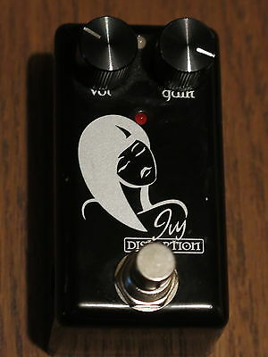 Red Witch Ivy Distortion Guitar Effect Pedal A Awesome Souning Stomp Box Ex-Cond