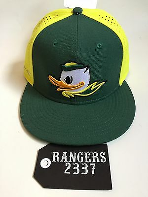 NIKE OREGON DUCKS Puddles Green Yellow Players True Swoosh Flex Hat ... a5840d16b4a6