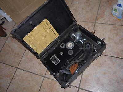 RARE BOXED 1940's VINTAGE MINNITT GAS - AIR APPARATUS CASED MEDICAL INSTRUMENT