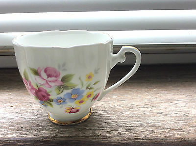 1 X ROYAL GRAFTON Fine Bona China Floral Teacup Immaculate