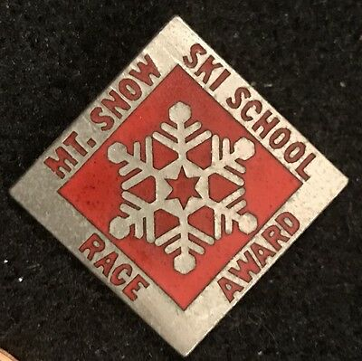 MT SNOW SKI SCHOOL RACE AWARD Skiing Pin VERMONT VT Resort Travel Vintage Lapel