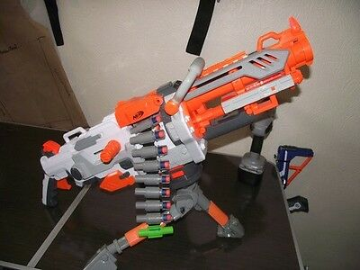 1x Nerf Vulcan Havok Fire EBF-25 + Dreibein + Munitionskette + Darts