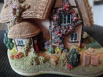 lilliput lane -- toffee apple L2906