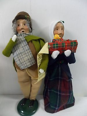 Byers Choice Carolers Traditional Grandparents Couple Grandmother with Gifts