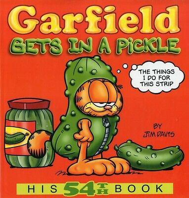 Garfield Gets in a Pickle (Garfield New Collection) (Paperback), Jim Davis, 978.
